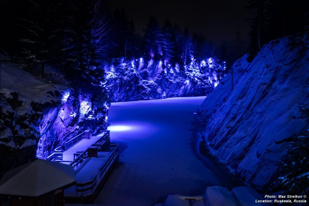подсветка мраморного карьера горного парка Рускеала